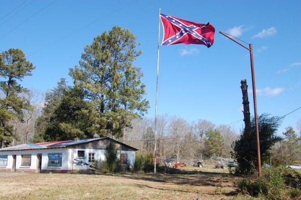 Confederate_Battle_Flag_Still_Waving_in_2012